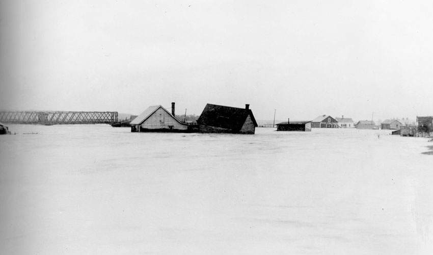 1897 Submerged Houses